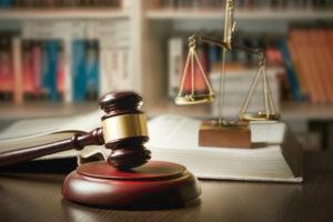 dochodzenie wykonania umów lub odszkodowań